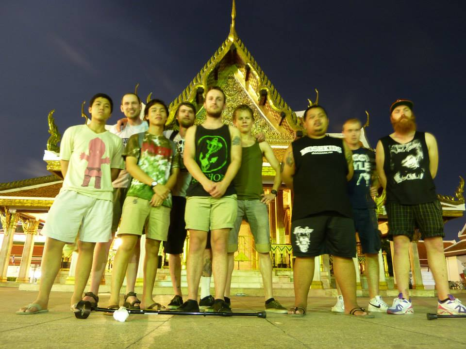 6 Bangkok_holdingon