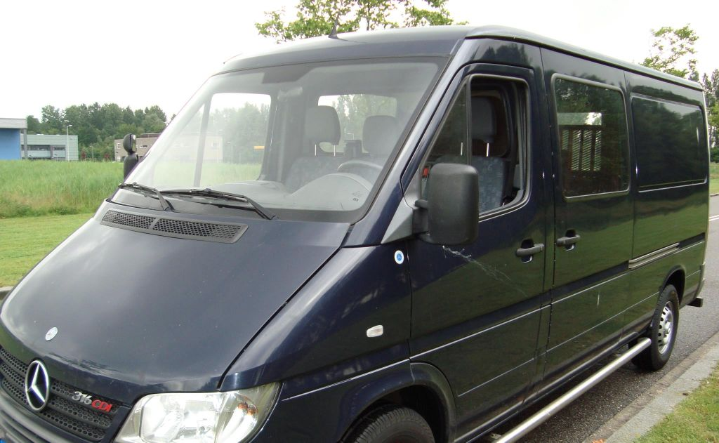 One of Just Like Your Mom toursupport's vans stolen